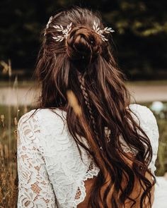 Brautfrisur geflochten 35 kreative ideen 33 wedding hairstyles with flowers for your fairytale day Bridal Hairstyles With Braids, Boho Hairstyles, Wedding Hairstyles, Creative Hairstyles, Beautiful Hairstyles, Hairstyle Ideas, Corte Y Color, Bridal Hair Pins, Boho Bridal Hair