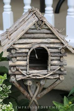 Come grab ideas from this gallery of creative and quirky decorative birdhouses and add some art to your garden. Want creative and unique birdhouse ideas? This photo gallery features all sorts of decorative bird home with lots of rustic, homemade touches. Decorative Bird Houses, Bird Houses Diy, Fairy Houses, Wooden Bird Houses, Garden Crafts, Garden Art, Garden Design, Garden Beds, Bird House Plans
