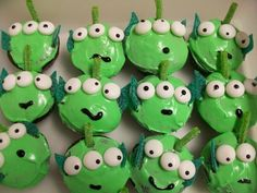 Little green men from Toy Story! Alien Cupcakes, Disney Cupcakes, Cute Cupcakes, Cupcake Cakes, Toy Story Theme, Toy Story Party, Toy Story Birthday, Harry Birthday, Birthday Parties
