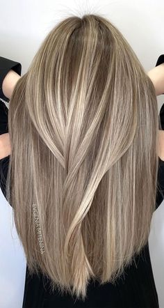 Beautiful Hair Colour Trends 2021 : Chic Beige Blonde