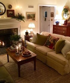 75 Cozy Apartment Living Room Decorating Ideas - redecorationroom - Home Design Cottage Living Rooms, Living Room Interior, Home Living Room, Living Room Designs, Living Room Furniture, Country Living Rooms, Rustic Furniture, Classic Living Room, Living Room Tables