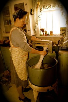 My grandmother had old fashion wringe washer. It sat in the basement when I was a kid. Then eventually hey got older they bought a electric washer. Vintage Laundry, Vintage Kitchen, Old Washing Machine, Washing Machines, Washing Lines, Old Photos, Vintage Photos, Thanks For The Memories, Doing Laundry
