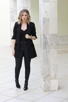 outfit with blazer Blazer Outfits Casual, Black Jeans Outfit, Blazer Fashion, Fashion Outfits, Fashion Weeks, Stylish Outfits, Womens Fashion, All Black Fashion, Work Fashion