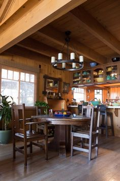 House Tour: A Warm Mountain Cabin in California | Apartment Therapy