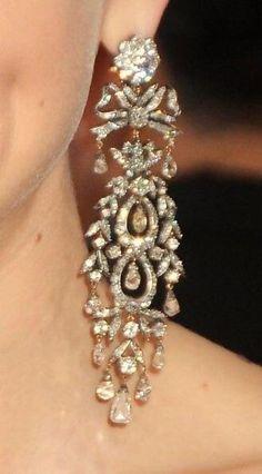 Diamond Knot, Diamond Jewelry, Diamond Studs, Diamond Chandelier Earrings, Stud Earrings, Jewelry Accessories, Jewelry Design, Diamond Are A Girls Best Friend, Vintage Jewelry