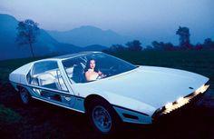 """Bildband """"70s Concept Cars"""": Keilomat -->> Lamborghini Marzal, 1967: Bertone zeigte diese Lamborghini-Studie erstmals auf dem Autosalon in Genf - der Wagen war im wahrsten Sinne des Wortes eine Offenbarung."""