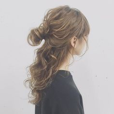 ワンパターンにならないオトナ女子のためのおだんごアレンジをご紹介します。 Celebrity Hairstyles, Messy Hairstyles, Hair Inspo, Hair Inspiration, Hair Arrange, Hair Setting, Japanese Hairstyle, Hair Images, Look Chic
