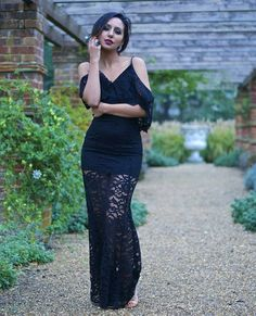 ❄ Winter Evening Look ❄ Gorgeous #fashionblogger @monuslifestylediaries in our #AW15 #Thea maxi dress in black <3 Loving this delicate #formallook, thank you for choosing Jarlo!