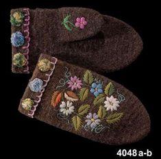Traditional wool mittens from Dalby, Värmland, Sweden. Fingerless Mittens, Knit Mittens, Wool Embroidery, Mittens Pattern, Wrist Warmers, Ribbon Work, Textiles, Handicraft, Needlework