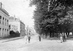 Utrecht op zondag 1885   Begin v.d Maliebaan, met (L) een deel van 't Maliehuis. Zeker je kon er fijn fietsen...