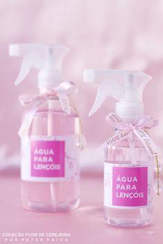 Agua para lencois da linha Flor de Cerejeira. Possui essência de Bulhões Flower, Flor de Cerejeira e Ambience.