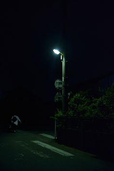 闇の中へ・・・。
