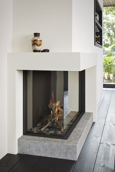 Top 70 Best Corner Fireplace Designs - Angled Interior Ideas Don't have the full for a full-scale fireplace? Discover the top 70 best corner fireplace designs featuring luxury angled interior ideas and inspiration. Fireplace Mantel Decor, Fireplace Modern Design, Living Room Corner, Home Fireplace, Fireplace Furniture Placement, Fireplace Design, Contemporary House, Contemporary Cottage, Modern Fireplace