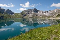 #Amazing #Lake between the #Mountains Mountain S, Lodges, Amazing, Nature, Travel, Cabins, Naturaleza, Viajes, Destinations
