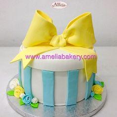 tarta regalo -Pastel caja regalo- Tarta fondant aniversario Cupcakes, Amelia, Bakery, Desserts, Food, Fondant Cakes, Cookies, Custom Cakes, Gift Boxes