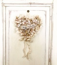 100均のフェイクフラワーでハートのリース作り*|LIMIA (リミア) Bell Image, Tinkerbell, Valentines Day, Diy And Crafts, Shabby, Wreaths, Deco, Frame, Floral