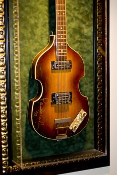 Paul\'s guitar at the Hard Rock Cafe, NYC 2009