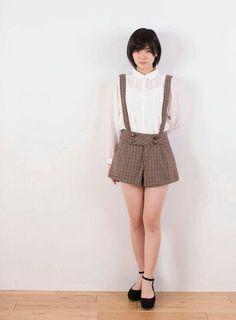 Cute Asian Girls, Pretty Girls, Cute Girls, Female Portrait, Japanese Girl, Overall Shorts, Asian Beauty, Fashion Photography, Hipster