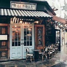 merci Julia Engel for the - Reisen & Restaurants Restaurant Bar, Restaurant Design, Modern Restaurant, Café Bar, Cafe Interior Design, Cafe Design, Café Bistro, Coffee Shop Aesthetic, Cafe Exterior