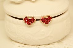 http://www.aliexpress.com/store/product/2014-Pretty-Gold-Plated-Longevity-lock-Wedding-Party-Christmas-Earrings-for-Women/239061_1861161006.html Find More Stud Earrings Information about 2014 New Red Vintage Gold Plated Crystal Longevity Lock Women's Stud Earrings Wedding  Gift Jewelry Accessories Wholesale,High Quality Stud Earrings from Hawaii Arts Jewelry