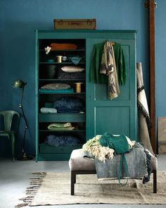 Looking for bedroom wardrobe cabinets of different colors? Find a full photo gallery of different wardrobe cabinets colors and pick your best style today! Decorating Your Home, Interior Decorating, Dark Blue Walls, Sweet Home, Gravity Home, Wardrobe Cabinets, Bedroom Wardrobe, Farrow Ball, Dream Decor
