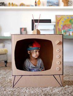 Dieses Spielzeug fürs Kinderzimmer könnt ihr einfach aus alten Kartons basteln - vom Spielhaus bis zur Kinderküche.