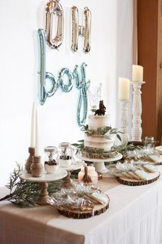 Adventure Awaits - A Baby Boy Shower How to throw the perfect woodland theme baby shower with rustic touches, bears, greenery, naked cakes, and touches of blue Otoño Baby Shower, Unique Baby Shower Themes, Fiesta Baby Shower, Shower Bebe, Baby Girl Shower Themes, Baby Shower Winter, Baby Shower Cakes, Shower Party, Bridal Shower