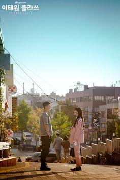 Itaewon Class (이태원 클라쓰) Korean - Drama - Picture @ HanCinema :: The Korean Movie and Drama Database Korean Drama List, Korean Drama Movies, Korean Actors, Korean Dramas, Korean Couple, Best Couple, Kdramas To Watch, Gu Family Books, Park Seo Joon