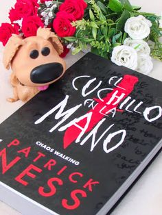 Once Upon a Book: Reseña | El Cuchillo en la Mano - Patrick Ness Chaos Walking, I Love Books, Tvs, Novels, Writing, My Love, Cape Clothing, Frases, Book Lists