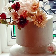 Concrete effect single tier wedding cake with beautiful sugar Rose's, dahlia, cosmos and scabious. #cake #concreteeffect #stunningcakes Luxury Wedding Cake, Wedding Cakes, Sugar Rose, Wedding Cake Designs, Dahlia, Cosmos, Concrete, Planter Pots, Beautiful