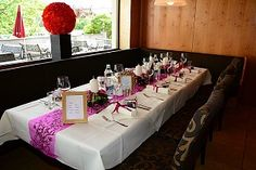 Hochzeitsdekoration auf der Hochzeitstafel Table Settings, Table Decorations, Home Decor, Table Top Decorations, Interior Design, Place Settings, Home Interior Design, Dinner Table Settings, Dinner Table Decorations