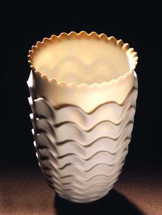 Cerâmica por Rolf Bartz em Studiopottery.co.uk - 2006, estudo Seashell 15cm Altura 001.  10 centímetros de largura.