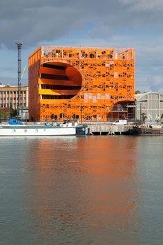 kleur in de architectuur, orange cube , lyon frankrijk Orange Architecture, Innovative Architecture, Beautiful Architecture, Contemporary Architecture, Architecture Design, Industrial Architecture, Commercial Architecture, Building Architecture, Futuristic Architecture