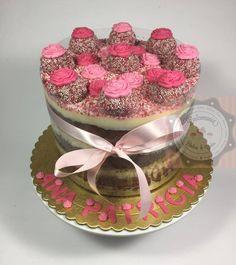 BOLO DE CHOCOLATE COM RECHEIO, COBERTURA E DECORACAO DE BRIGADEIRO GOURMET DE COCO - BOLO DE CHOCOLATE CON RELLENO, COBERTURA Y DECORACION CON BRIGADEIRO GOURMET DE COCO Relleno, Coco, Cake Decorating, Birthday Cake, Decor Ideas, Cakes, Desserts, Frosting, Gourmet