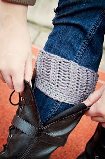 Confessions of an Ex-Ballerina: DIY crochet boot cuffs Crochet Leg Warmers, Crochet Boot Cuffs, Crochet Boots, Crochet Slippers, Diy Crochet, Crochet Ideas, Crochet Patterns, Yoga Socks, Knitting Projects