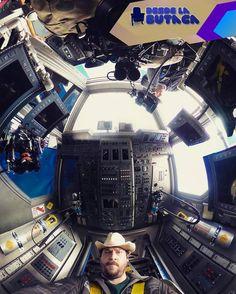 Nueva imagen de rodaje de #Prometeus2 #AlienCovenant con #DannyMcBride como copiloto de la nave espacial Lee más al respecto en http://ift.tt/1hWgTZH Lo mejor del Cine lo disfrutas #DesdeLaButaca Siguenos en redes sociales como @DesdeLaButacaVe #movie #cine #pelicula #cinema #news #trailer #video #desdelabutaca #dlb