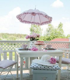 Romantic Shabby Living From Finland Decoration Shabby, Shabby Chic Decor, Balcony Decoration, Outside Living, Outdoor Living, Outdoor Decor, Outdoor Seating, Outdoor Rooms, Indoor Outdoor