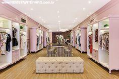 O arquiteto assina a romântica identidade visual desta loja de roupas femininas com duas unidades em São Paulo