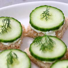 Cucumber Appetizers, Cucumber Recipes, Healthy Appetizers, Healthy Finger Foods, Party Finger Foods, Tea Party Foods, Healthy Food, Tea Party Sandwiches, Cucumber Sandwiches