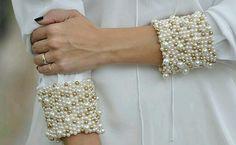 Puños bordados en perlas