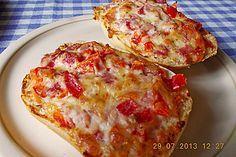 Pizzabroetchen-Aufstrich Toast Sandwich, Finger Foods, Pesto, Cauliflower, Sandwiches, Food And Drink, Cheese, Vegetables, Breakfast