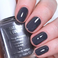 Katy keeps her nails in style using her gifted #essielove Nail Polish in Can't Hardly Weight. Snag this brisk grey slate shade by clicking through. Products were gifted as part of the Preen.Me VIP program together with essie.