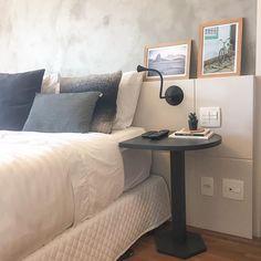 Para quem prefere ter uma mesinha ao lado da cama, a Mesa Gota é uma linda…