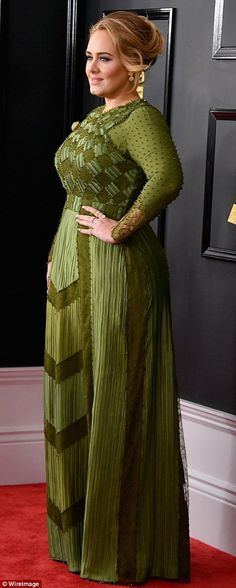 Flawless: The songstress wowed in the figure-hugging olive green Givenchy Haute Couture dress with checkered bodice and delicate beaded sleeves Divas, Grammys 2017, Adele Grammys, Curvy Fashion, Plus Size Fashion, Adele Dress, Adele Hair, Adele Style, Adele Adkins