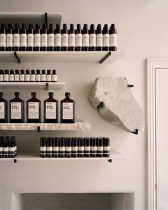 Retail space Local scenery informs stone-clad interiors of Aesop Bath store Wedding Guest Favors – I Aesop Shop, Bath Store, Design Food, Design Ideas, Boutique Interior Design, Retail Interior, Interior Shop, Retail Space, Minimalist Interior