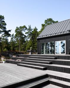 Outside Stairs, Small Cottage Homes, Outdoor Steps, Sloped Garden, Roof Colors, Swedish House, Staircase Design, Outdoor Settings, Cabins In The Woods