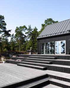 Omakotitalo ja sauna Raaseporissa Space Place, Pool Decks, Shipping Container Homes, Atrium, Blue Ridge, Home Fashion, Countryside, Tiny House, Terrace