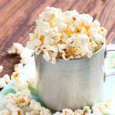7 Healthy Homemade Popcorn Seasoning Recipes - A Healthy food - Healthy Popcorn, Healthy Snacks, Healthy Recipes, Easy Recipes, Healthy Smoothies, Free Recipes, Homemade Popcorn Seasoning, Homemade Popcorn Recipes