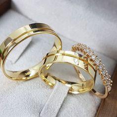 Classic Wedding Rings, Wedding Rings Simple, Custom Wedding Rings, Wedding Rings For Women, Rings For Men, Engagement Rings Couple, Couple Rings, Diamond Engagement Rings, Gold Wedding Jewelry
