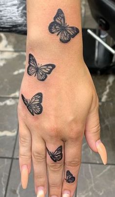 Dope Tattoos For Women, Hand Tattoos For Girls, Amazing Tattoos For Women, Hand Palm Tattoos, 3 Sister Tattoos, Pretty Girl Tattoos, Crown Tattoos For Women, Mother Tattoos For Children, Hand And Finger Tattoos